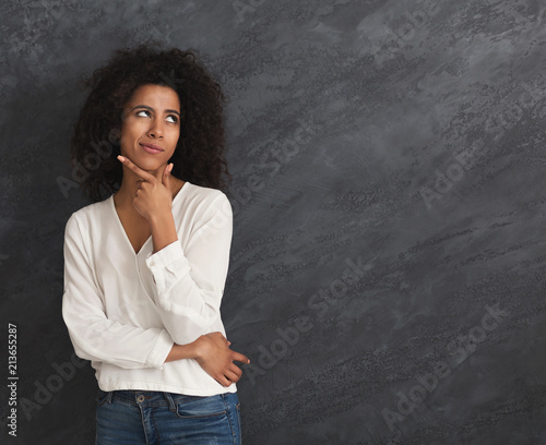 Photo  Young african-american woman thinking