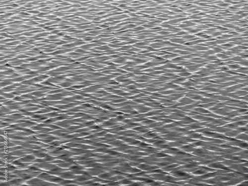 Fotografia, Obraz  Ornamentale Wellen auf einem finnischen See