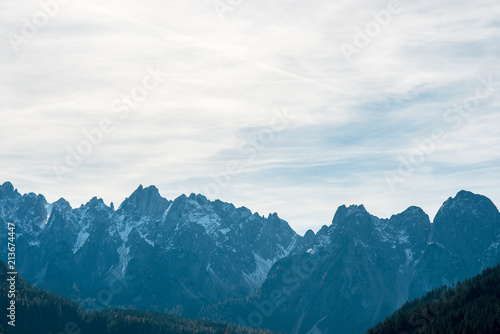 In de dag Alpen Marvelous panoramic landscape view of Austrian Alps with sharp snowy summits.