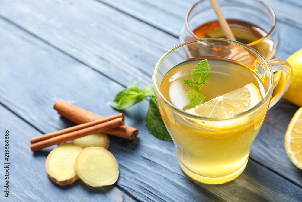 Fototapety, obrazy: Cup with hot tea and lemon for cold on wooden table