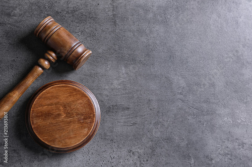 Valokuvatapetti Judge's gavel on grey background, top view. Law concept