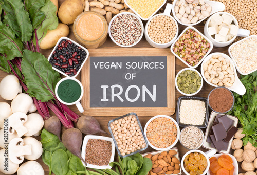 Fotografiet Iron in vegan diet. Food sources of vegan iron