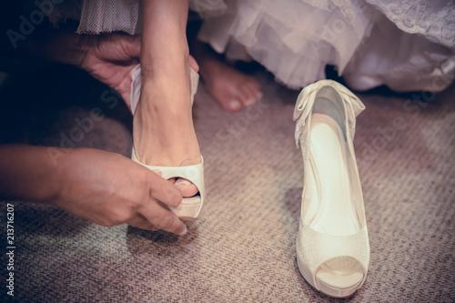 Obraz na plátně Noiva se aprontando para o casamento