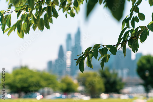 Fototapeta  Philadelphia Skyline with Greenery in Foreground From Drexel Park