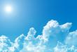 Leinwandbild Motiv 日差しが強い夏の青空と透ける白い入道雲