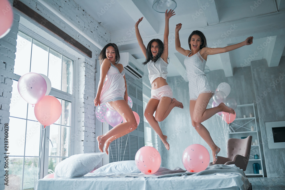 Fototapety, obrazy: Girls at home in pajamas