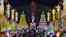 4k, Timelapse, The Phra Nang Chamthewi Statue, Lamphun, Thailand – 10 May, 2017: Colorful Thousands Lanna Lanterns At Night, Lamphun Lantern Festival. (Zoom-Out)