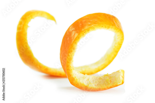 Fotografía Peeled spiral orange skin isolated