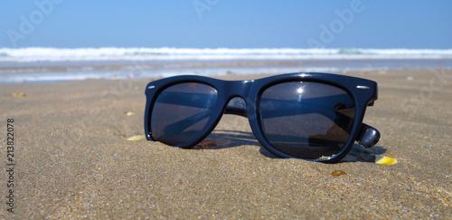 bannière lunettes de soleil - Buy this stock photo and explore ... 09fc9c824192
