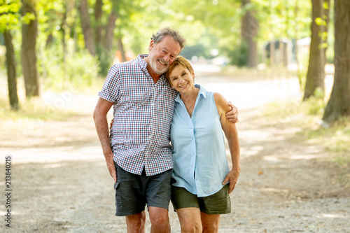 Fotografia Happy senior couple walking and enjoying life outdoors