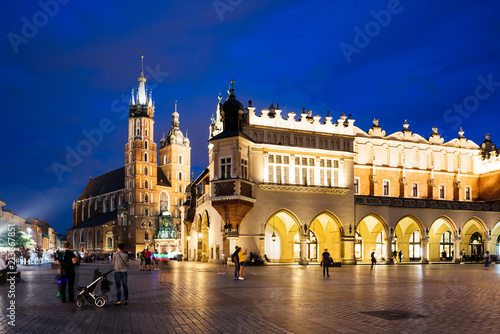 Spoed Foto op Canvas Europa Krakow Market Square at night, Poland