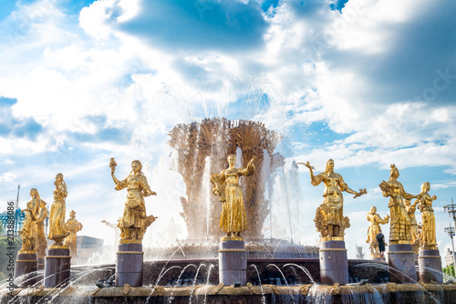 In de dag Fontaine Moscow, Russia July 17, 2018 VDNH Park fountain of friendship of peoples after restoration