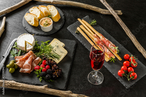 Fotobehang Assortiment オードブル Appetizer platter of liquor in Europe are