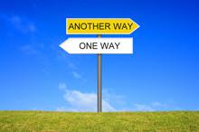 Schild Wegweiser Zeigt One Way...