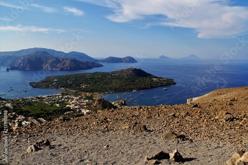 Papiers peints Cappuccino îles Eoliennes vues de Vulcano