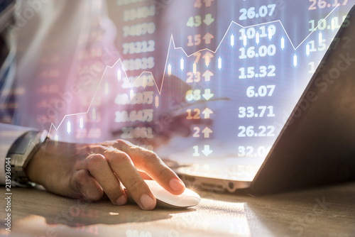 Fotografía  Investor with stock market graph up background