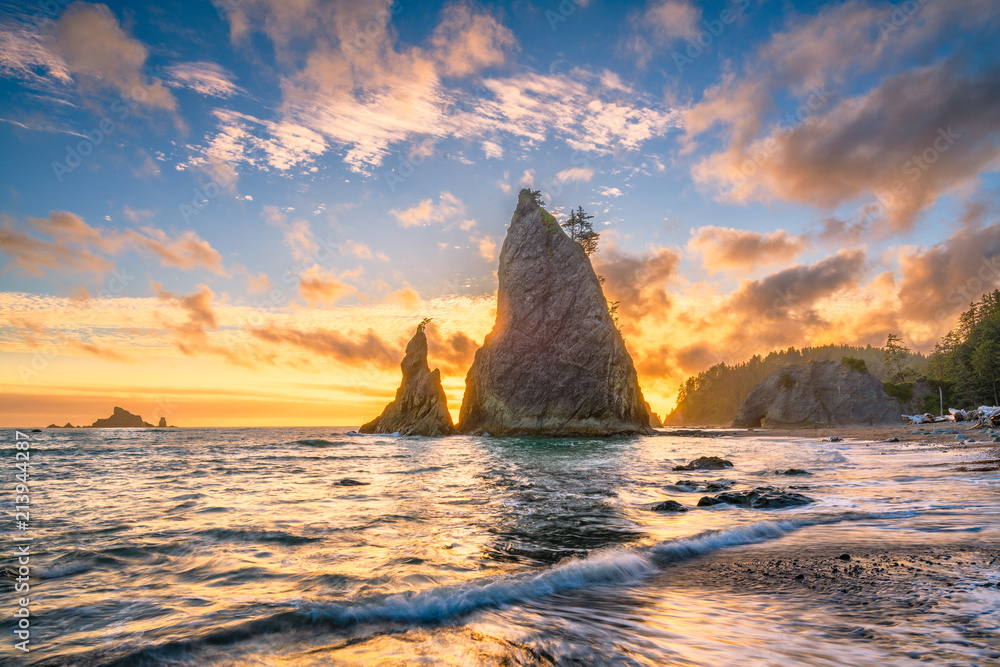 Photo Olympic National Park, Washington, USA at Rialto Beach during sunset