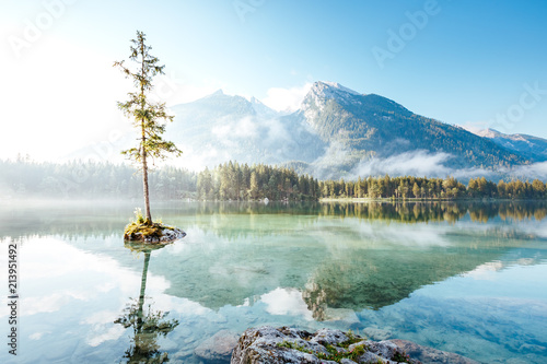 Photo sur Aluminium Lac / Etang Famous lake Hintersee one of the best places on earth.