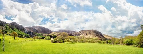 Spoed Foto op Canvas Blauwe hemel Beautiful panoramic landscape in Kenmare, County Kerry, Ireland
