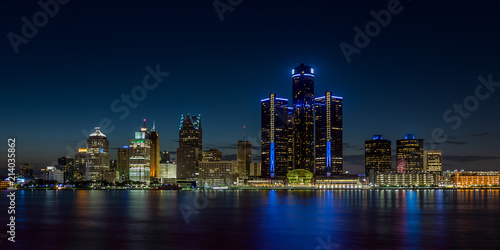 Fototapeta Detroit, Michigan skyline at night shot from Windsor, Ontario obraz