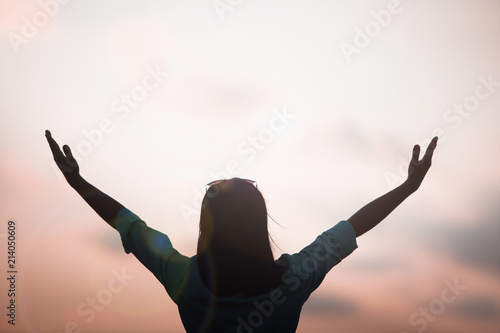 Photo  Women raised both hands up pray for blessings to God hands lift worship