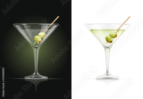 Cuadros en Lienzo  Martini glass. Cocktail. Alcoholic classic drink. Dry vermouth