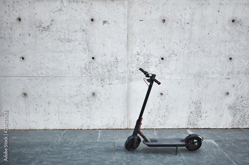 Photo patinete electrico, fondo gris