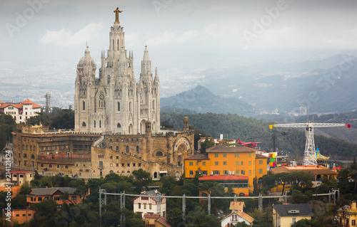 Photo Expiatory Church of the Sacred Heart of Jesus mountain in Barcelona