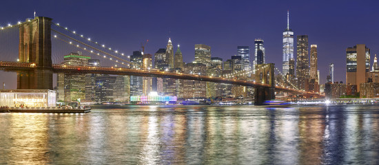 Fototapeta Do kuchni Brooklyn Bridge and Manhattan skyline at night, NYC.