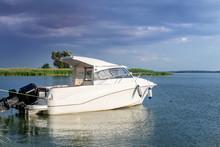 Luxury Fishing Motor Boat Moor...