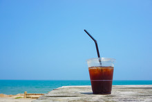 Iced Coffee To Drink On The Beach.  ビーチで飲むアイスコーヒー