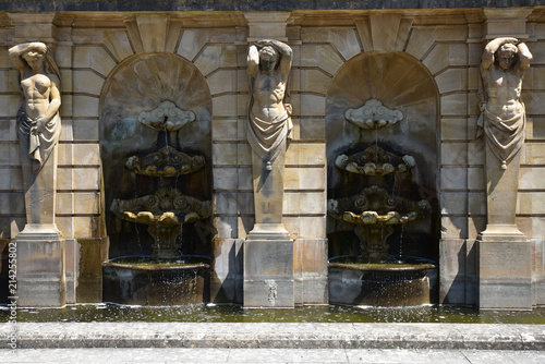 Fontaine à cariatide et atlante Canvas Print