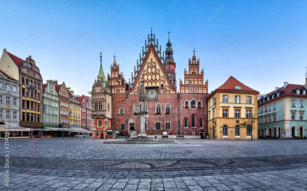 Fasada gotycka z zegarem astrinomicznym starego ratusza we Wrocławiu <span>plik: #214259498 | autor: bbsferrari</span>