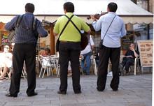 Straßenmusiker Vor Einem Café Auf Dem Campiello Di S. Toma, Stadtteil S. Polo, Venedig, Venezia, Italien