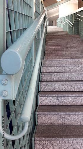 Fotobehang Trappen Scala condominiale - salire e scendere