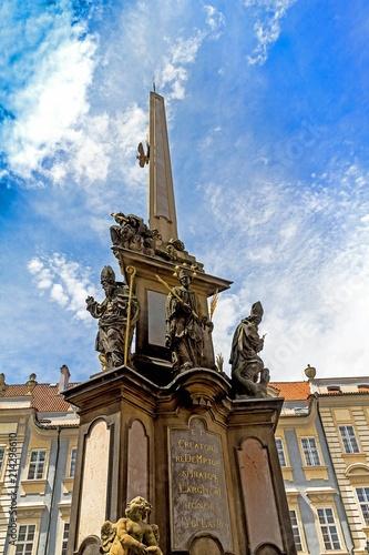 In de dag Oude gebouw Holy Trinity Column (Plague Column) at Lesser Town Square (Mala Strana). Prague, Czech Republic