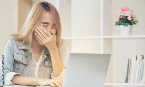 Fotografie, Obraz  Young woman laughs while using computer in office.