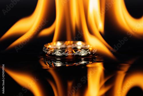 Ring Feuer Licht heat heiß Gold Elbisch zeichen Tablou Canvas