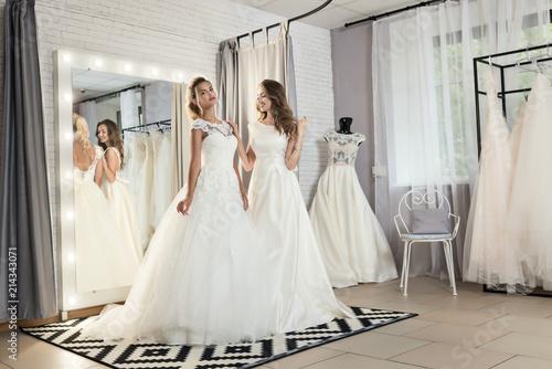 Fotografía Models in expensive lace dresses posing in wedding salon