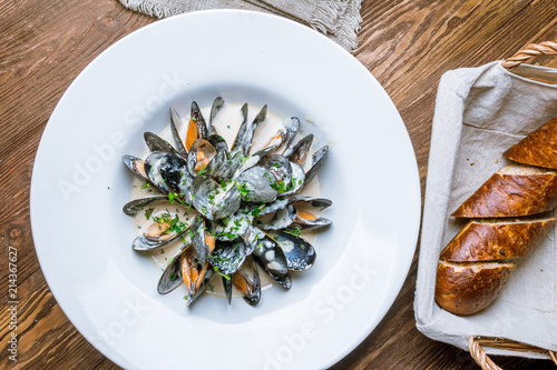 Valokuva  Mussels in cheese sauce
