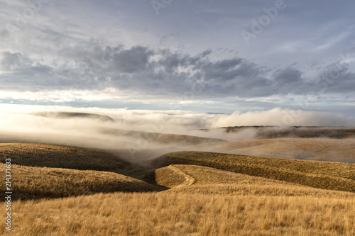 Fotobehang Donkergrijs Fog and Winter Clouds over Eastern Washington rolling hills