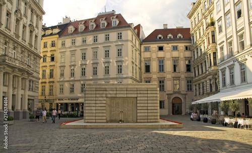 Das Holocaust-Mahnplatz von Rachel Whiteread am Wiener Judenplatz Canvas Print