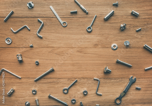 Foto  Collection set of house repair tools, wrenchs, screw, bolts on wood table backgr