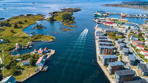 Autocollant pour porte Europe du Nord Aerial view of Haugesund, Norway.