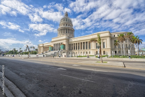 In de dag Havana The Capitol of Havana on a beautiful summer day