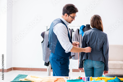 Photo Professional tailor taking measurements for formal suit