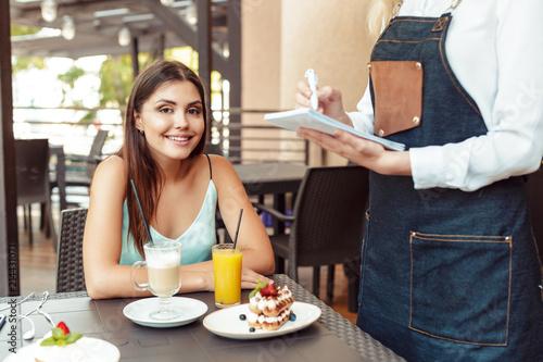 Foto op Canvas Kruidenierswinkel Waitress server helping client in cafe