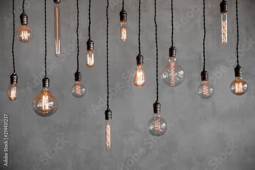 Carta da parati Edison retro lamp Incandescent bulbs on gray plaster wall background in loft