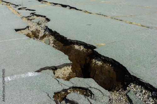 Billede på lærred 地震でひび割れた道路