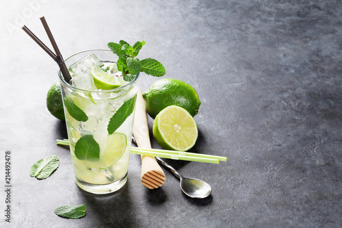 Staande foto Cocktail Mojito cocktail